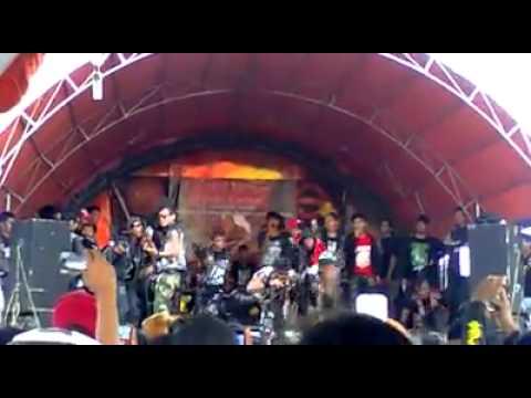 PALEM BEACH - (PUNK HAURGEULIS / INDRAMAYU) LIVE (01/01/2013)