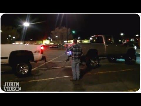 Pickupfahrer dreht beim Tauziehen durch - Dodge 1 - Chevy 0