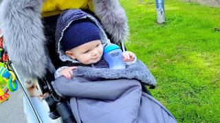 Эльвира ИСПУГАЛА МАМУ. Детский влог.Малыш на прогулке.Кормим животных. Эльвира и братик