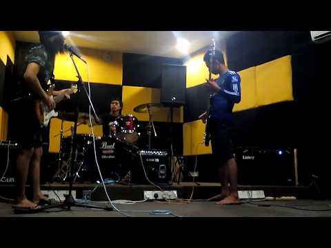 Hitangis ku rakuman ntg band by dingtrue(cover)