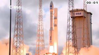 Un modello in scala 1:1 del lanciatore utilizzato dall'agenzia spaziale europea e realizzato dalle industrie avio per mandare orbita satelliti di diverso ...