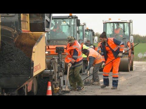 На фото Ремонтируют дороги в Васильевском изображение