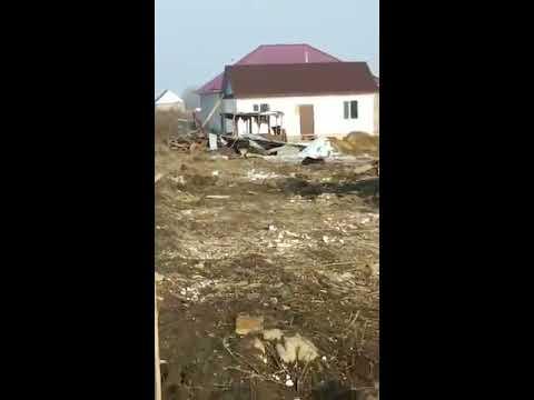 Самолет был цел, пока не врезался в дом! люди могли бы спастись