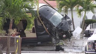 Man driving van shot, crashes into fence in Miami Gardens