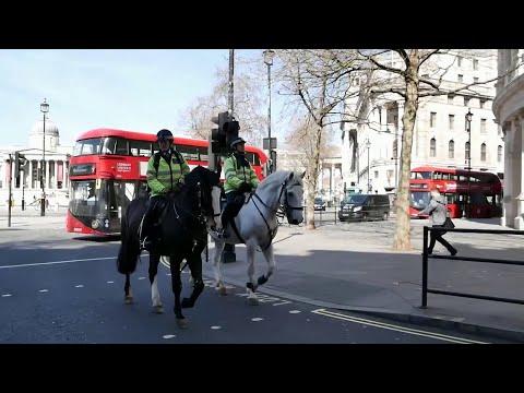В Великобритании к осторожности призывает граждан заболевший коронавирусом Борис Джонсон.