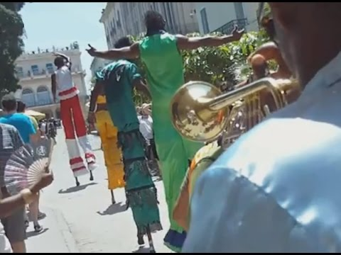 Cuban Street Dance - 12ft Tall Street Perfomers in Cuba