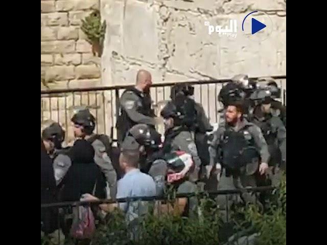 اعتداء جنود إسرائيليين على فتاة فلسطينية قرب باب العمود في القدس