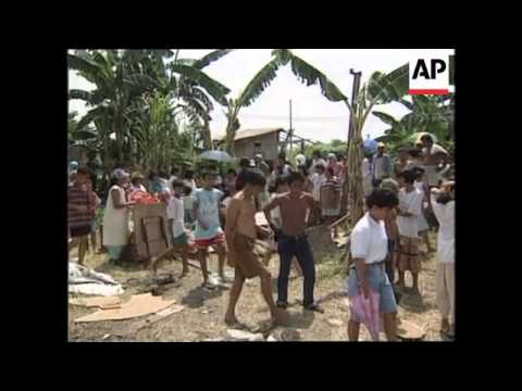 PHILIPPINES: SQUATTERS CLASH WITH SOLDIERS SENT TO DEMOLISH HOMES