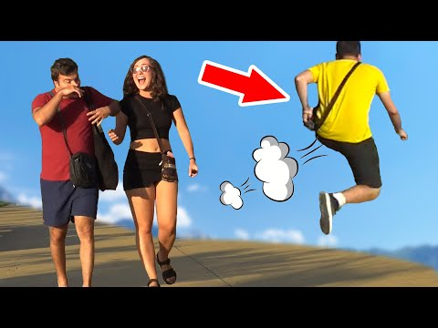 Как реагират хората, когато някой пръдне на публично място (Скрита камера)