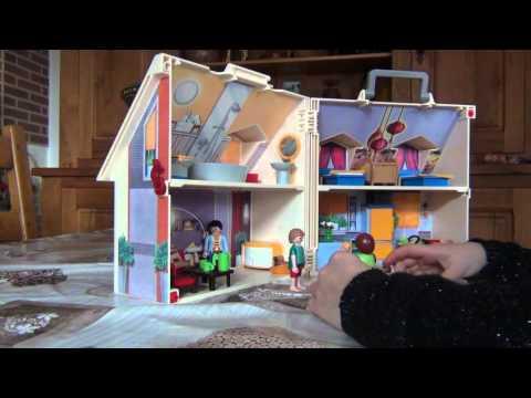 """Lalie présente """"La maison Playmobil"""""""