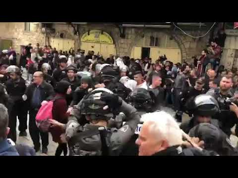 🎥🇵🇸 #Palestine : Watch how Israeli occupation forces assaulted Palestinian women, journalists and