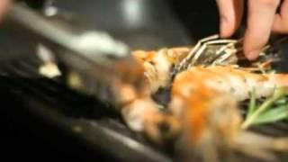 Пюре из сельдерея с жареными креветками. Видеорецепт