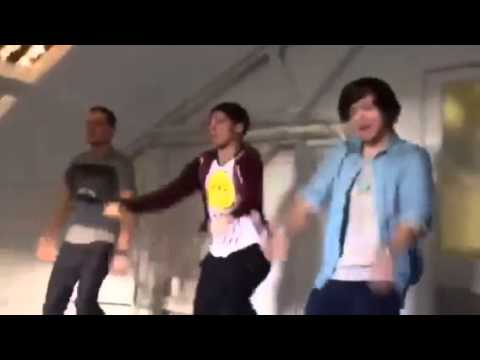 One Direction - Liam Louis & Harry dancing...