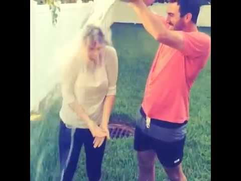 Kate Upton  Takes The ALS Ice Bucket Challenge