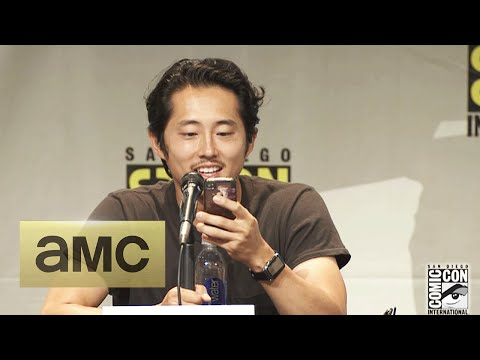 Steven Yeun Reads a Text from Lauren Cohan: Comic-Con Panel Highlights: The Walking Dead: Season 6
