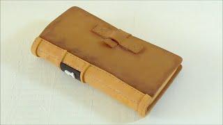 Funda para móvil en forma de libro hecha con goma eva. Manualidades con goma eva