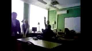 конфликт между 2 учиницами 8 класса на уроке информатики