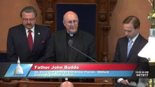 Sen. Kowall welcomes the Rev. Budde to deliver invocation at the Michigan Senate
