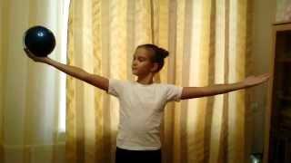 Художественная гимнастика! Тренировка с мячом! Training in rhythmic gymnastics(Разминка с мячом!, 2015-08-27T10:54:29.000Z)