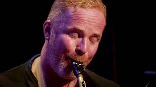 Mendoza, performed by Unwind: Hayden Chisholm, Paul Dyne, Norman Meehan