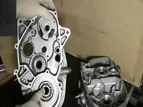suzuki 2 stroke 100cc engine build video 1 youtube rh youtube com Blue Suzuki RC 100 Suzuki RC 100 Cap