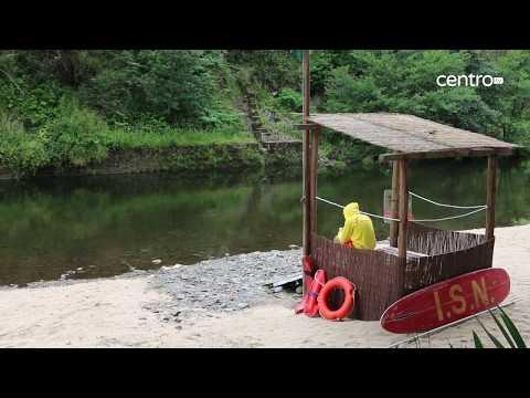 Praia fluvial de Alvoco das Várzeas com bandeiras Azul e de Ouro