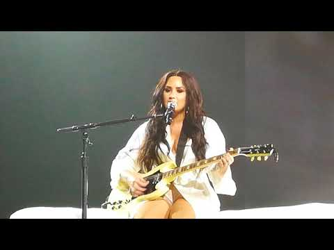 Demi Lovato - Concentrate (AFAS Live, Amsterdam, June 18th)
