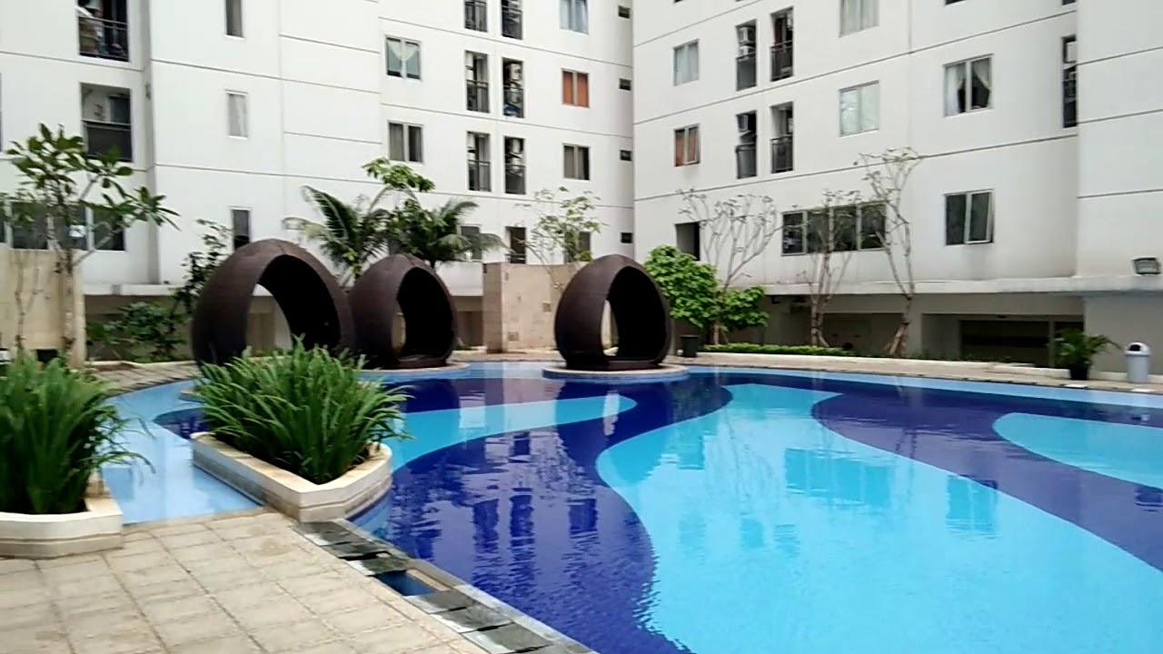 fasilitas kolam renang apartemen bassura city jakarta