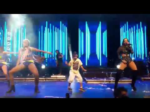 Anitta Chama Arthurzinho Para Dançar No Palco do ''Show das Poderosinhas''