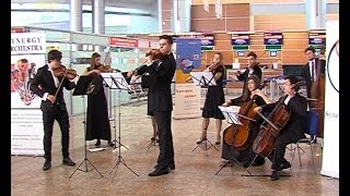 1 апреля пассажиров Шереметьево провожали и встречали с оркестром, шутками и розыгрышами(, 2014-04-01T15:07:40.000Z)