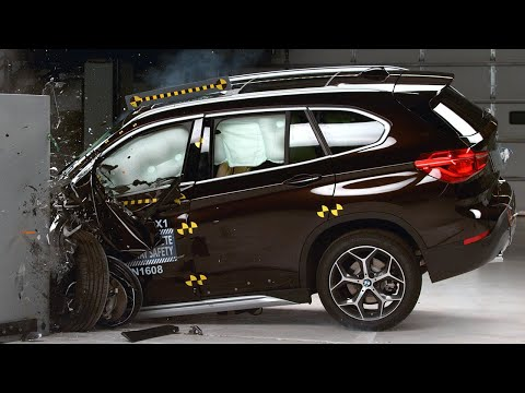 2016 BMW X1 driver-side small overlap test