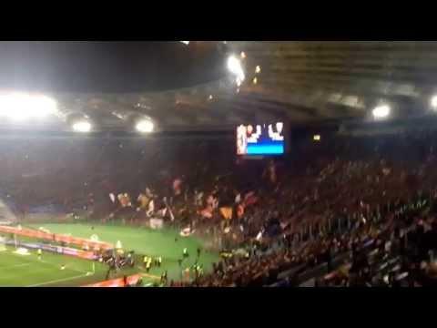 La curva Sud esulta al gol di Florenzi - Roma-Torino 2-1