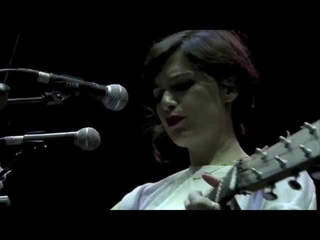 Erica Mou - Tienimi il posto (Live @ Collisioni 2015)