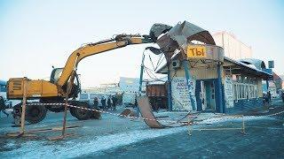 В Тюмени на остановке снесли киоск