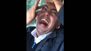 gülmekten ağzı yırtılan adam şok görüntü