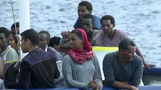 خفر السواحل الإيطالي ينقذ أكثر من 400 مهاجر أفريقي غير شرعي