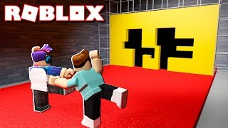 Roblox Adventures - DON'T GET CRUSHED BY A WALL IN ROBLOX! (Hole in the Wall)