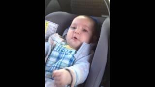 Малыш спел, покакал и снова поёт..