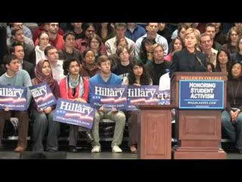 Hillary Clinton visits Wellesley College