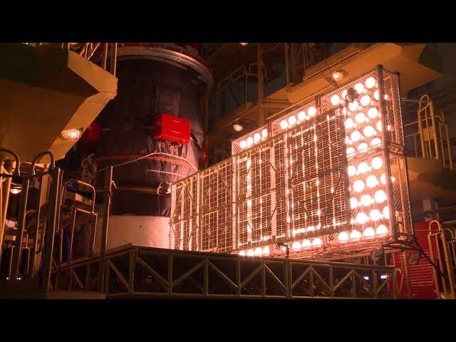Установка и проверка солнечных батарей корабля «Прогресс МС-09»
