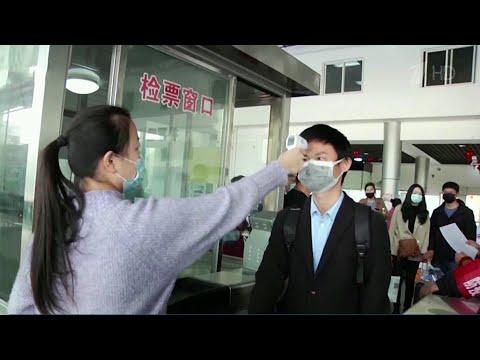 В Китае число инфицированных снижается, Европа - на пике эпидемии коронавируса.