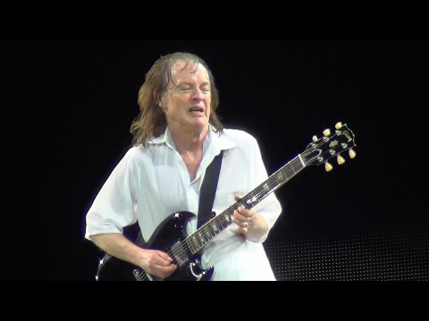 AC/DC Live 2017 - Angus Young Solo Guitar