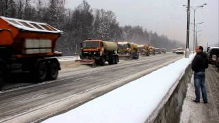 snow removal on the Ring Road in Moscow.(уборка снега на МКАД в Москве)(, 2011-12-22T18:38:48.000Z)