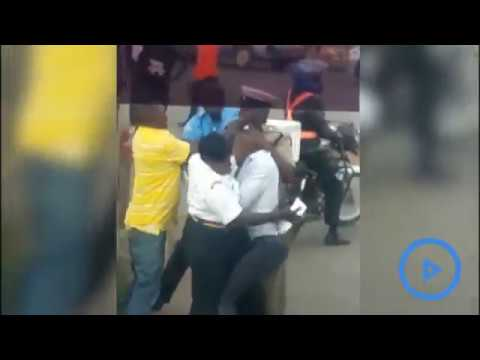 Kenyan Traffic Police fight with motorist
