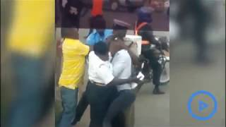 Kenyan Traffic Police fight with motorist