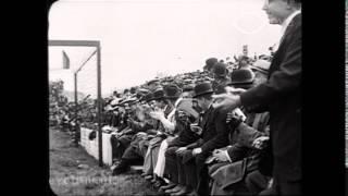 Voetbalwedstrijd te Dordrecht