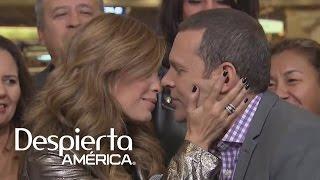 ¿Karla Martínez y Alan Tacher imitaron el beso de JLo y Marc? thumbnail