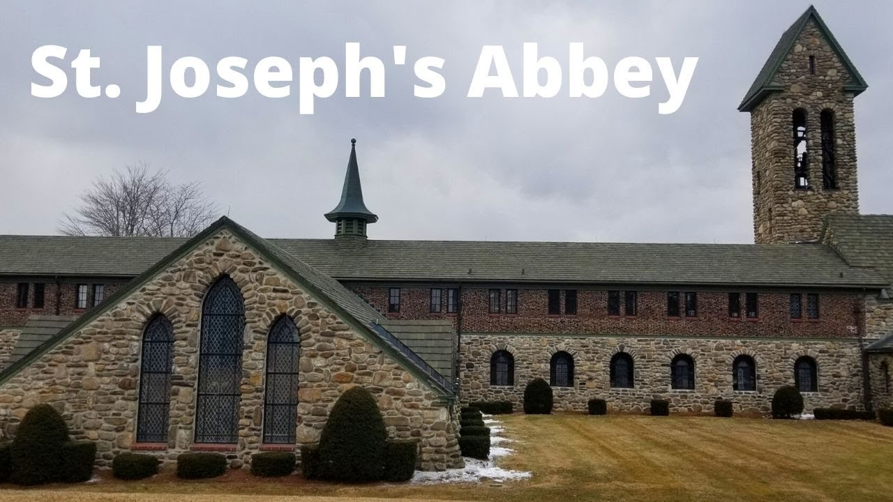 Spencer, MA St. Joseph\'s Abbey & Oakwood Christmas Barn - YouTube