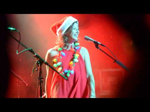 Amy Grant Rockin' Around The Christmas Tree #AGCruise