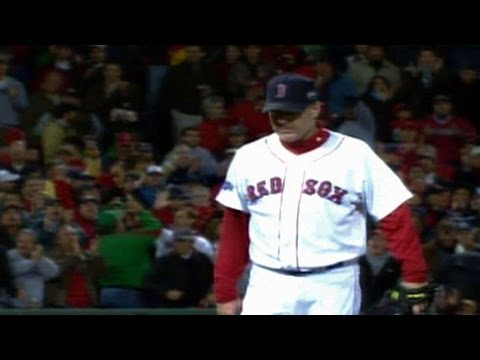 2007 WS Gm2: Schilling gets win in final appearance